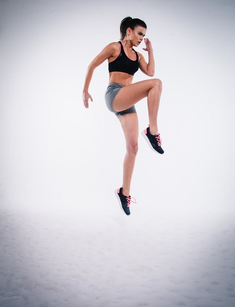 woman doing HIIT exercise